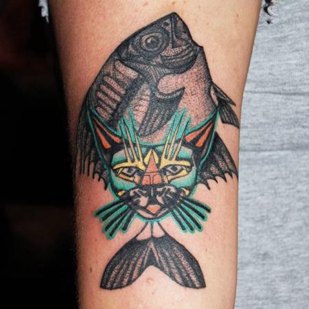 Blandning av fisk och katt av tatuerare Soledad Aznar.