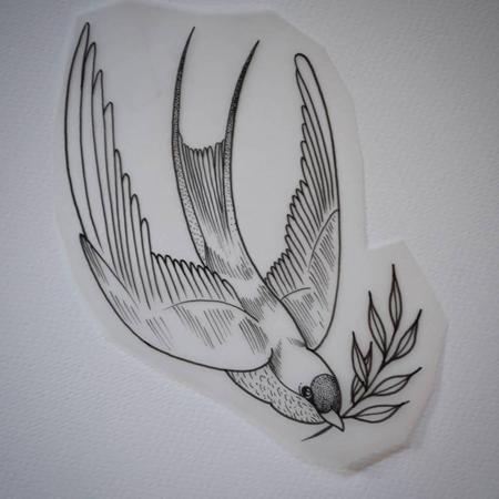 Illustration för tatuering, Dykande svala med kvist i munnen, fina linjer och blackworkstil. Tatuerare Bahia.